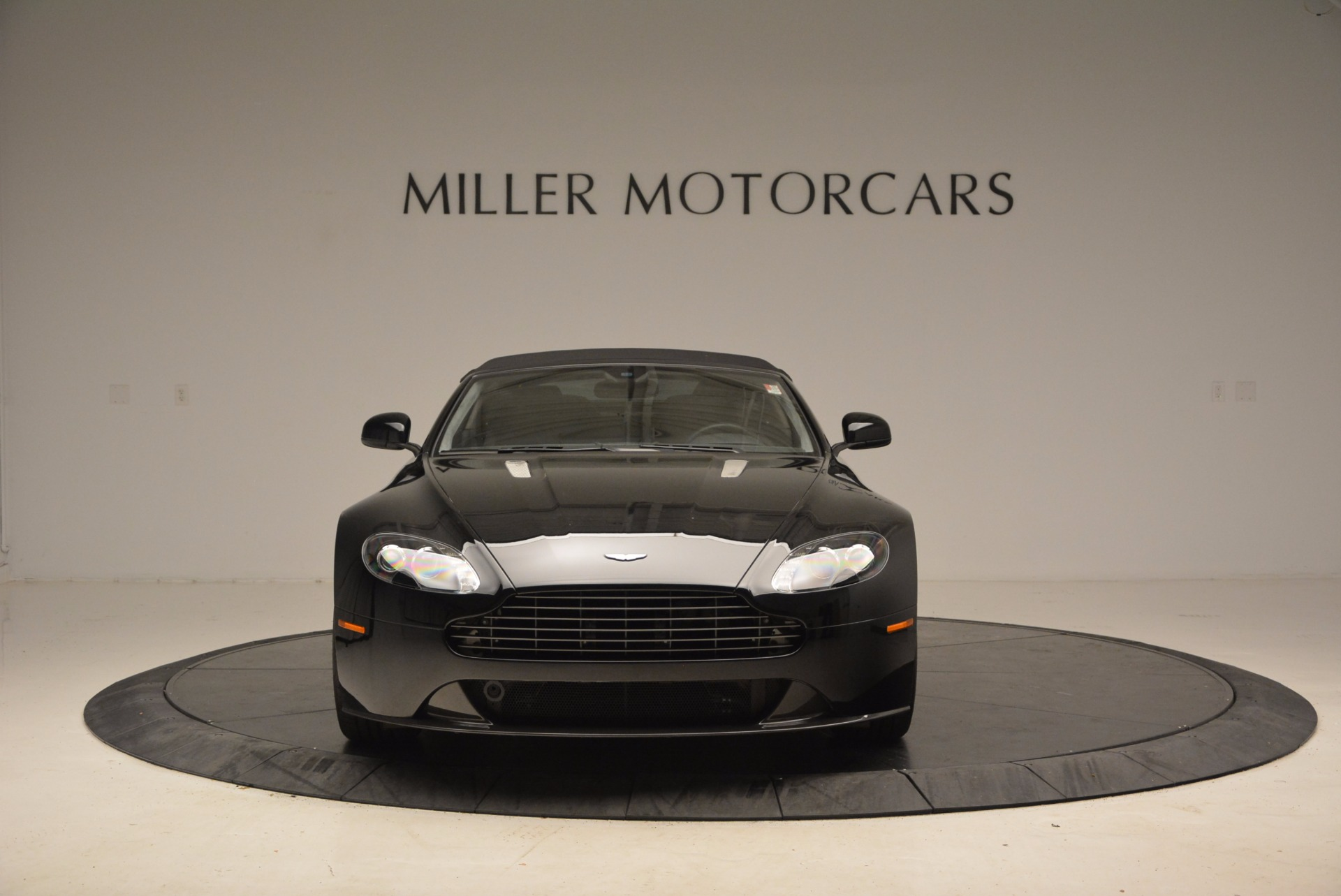 New 2016 Aston Martin V8 Vantage Roadster | Greenwich, CT