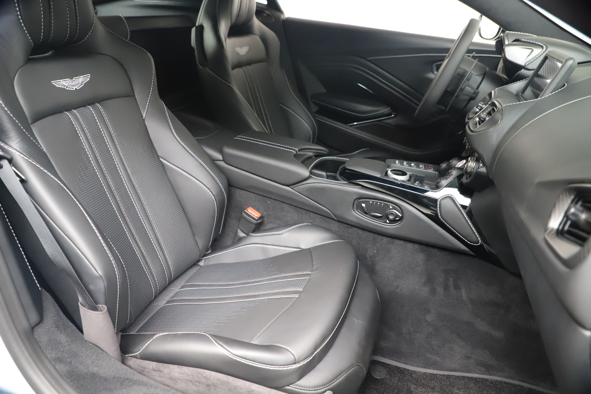 New 2020 Aston Martin Vantage V8   Greenwich, CT