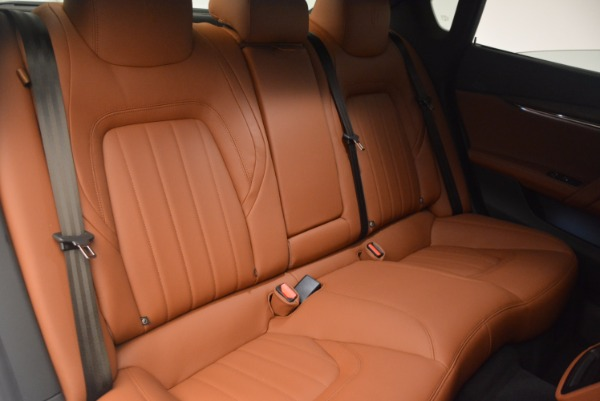 Used 2017 Maserati Quattroporte SQ4 for sale $53,900 at Rolls-Royce Motor Cars Greenwich in Greenwich CT 06830 21