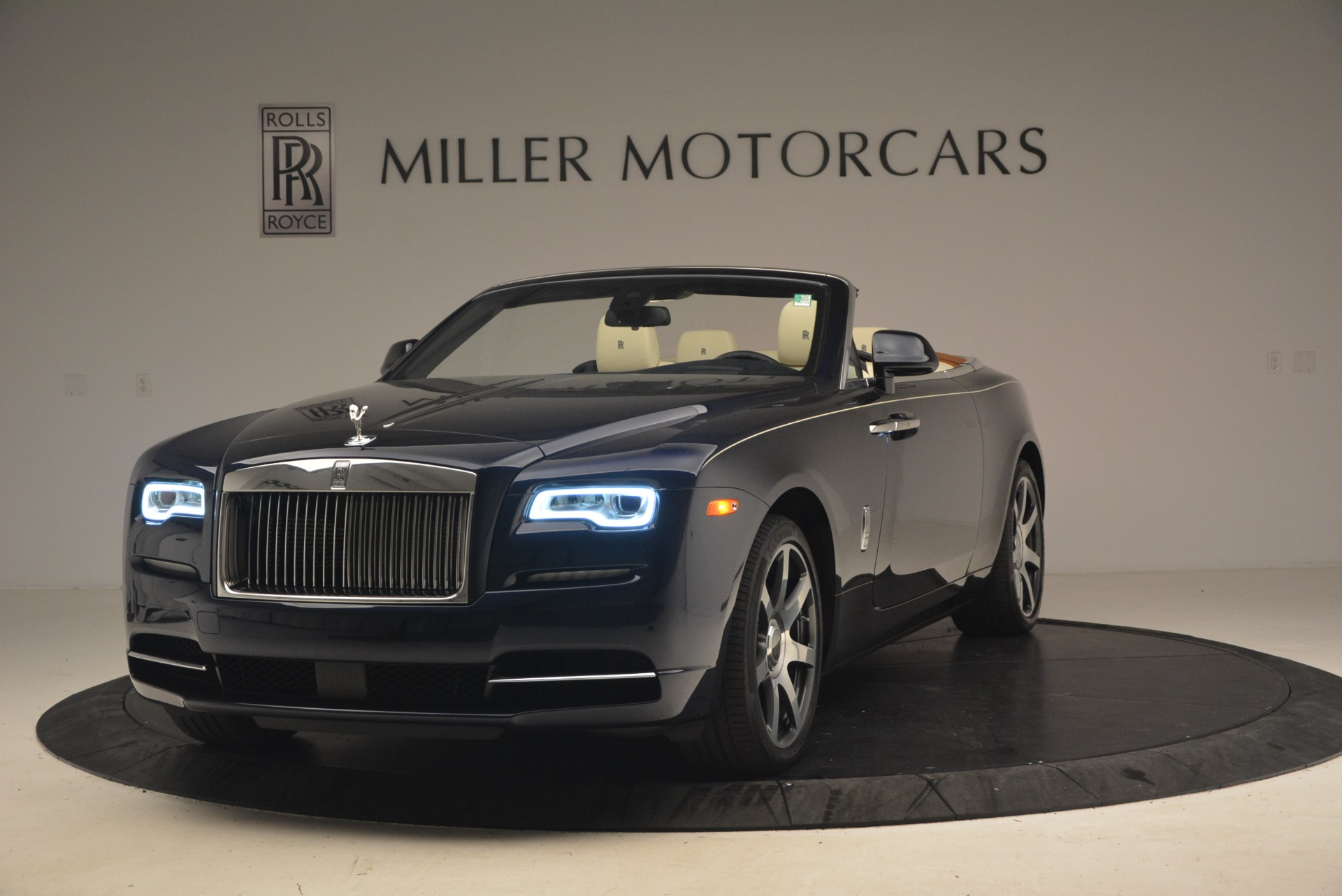 Used 2017 Rolls-Royce Dawn for sale $239,900 at Rolls-Royce Motor Cars Greenwich in Greenwich CT 06830 1