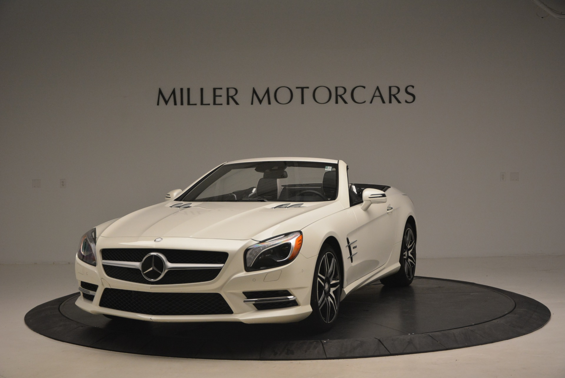 Used 2015 Mercedes Benz SL-Class SL 550 for sale Sold at Rolls-Royce Motor Cars Greenwich in Greenwich CT 06830 1