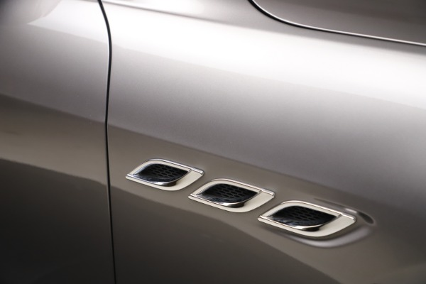 Used 2017 Maserati Quattroporte SQ4 GranLusso/ Zegna for sale $62,900 at Rolls-Royce Motor Cars Greenwich in Greenwich CT 06830 24