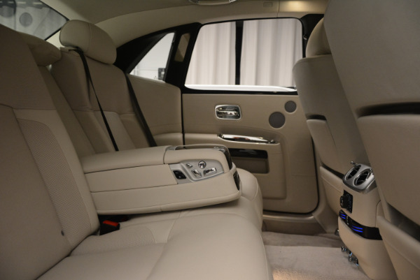 Used 2010 Rolls-Royce Ghost for sale $119,900 at Rolls-Royce Motor Cars Greenwich in Greenwich CT 06830 25