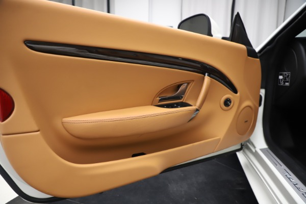 Used 2017 Maserati GranTurismo Convertible Sport for sale $84,900 at Rolls-Royce Motor Cars Greenwich in Greenwich CT 06830 27