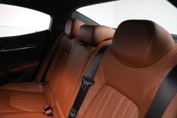 New 2018 Maserati Ghibli S Q4 GranLusso for sale Sold at Rolls-Royce Motor Cars Greenwich in Greenwich CT 06830 17