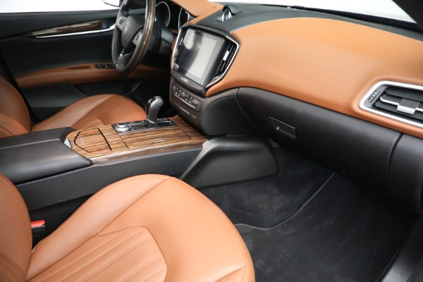 New 2018 Maserati Ghibli S Q4 GranLusso for sale Sold at Rolls-Royce Motor Cars Greenwich in Greenwich CT 06830 19
