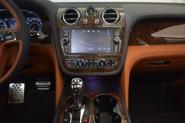 Used 2018 Bentley Bentayga W12 Signature for sale Call for price at Rolls-Royce Motor Cars Greenwich in Greenwich CT 06830 27