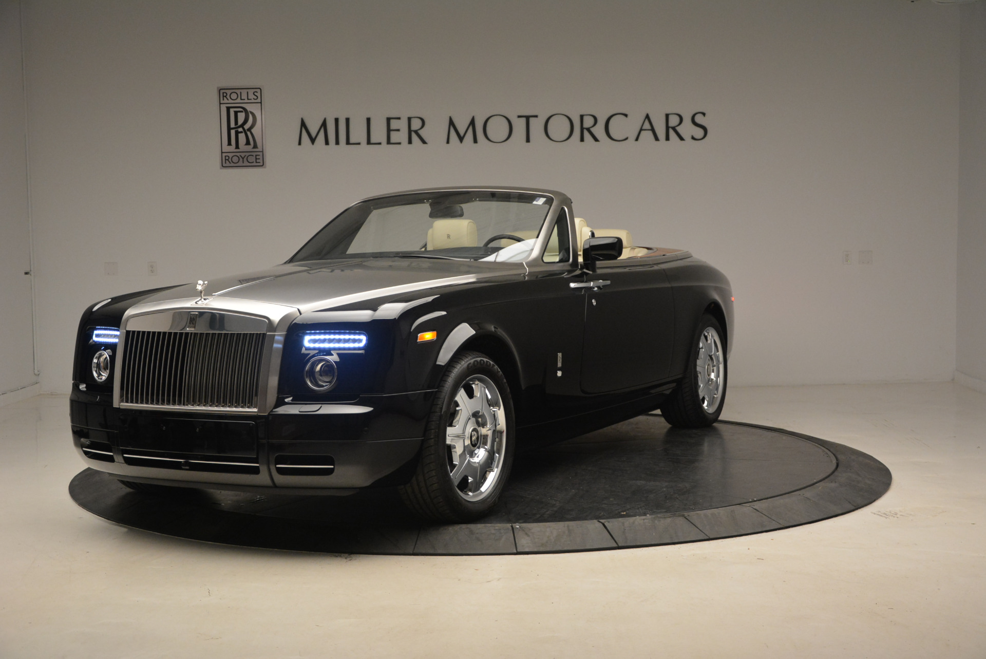 Used 2009 Rolls-Royce Phantom Drophead Coupe for sale Sold at Rolls-Royce Motor Cars Greenwich in Greenwich CT 06830 1