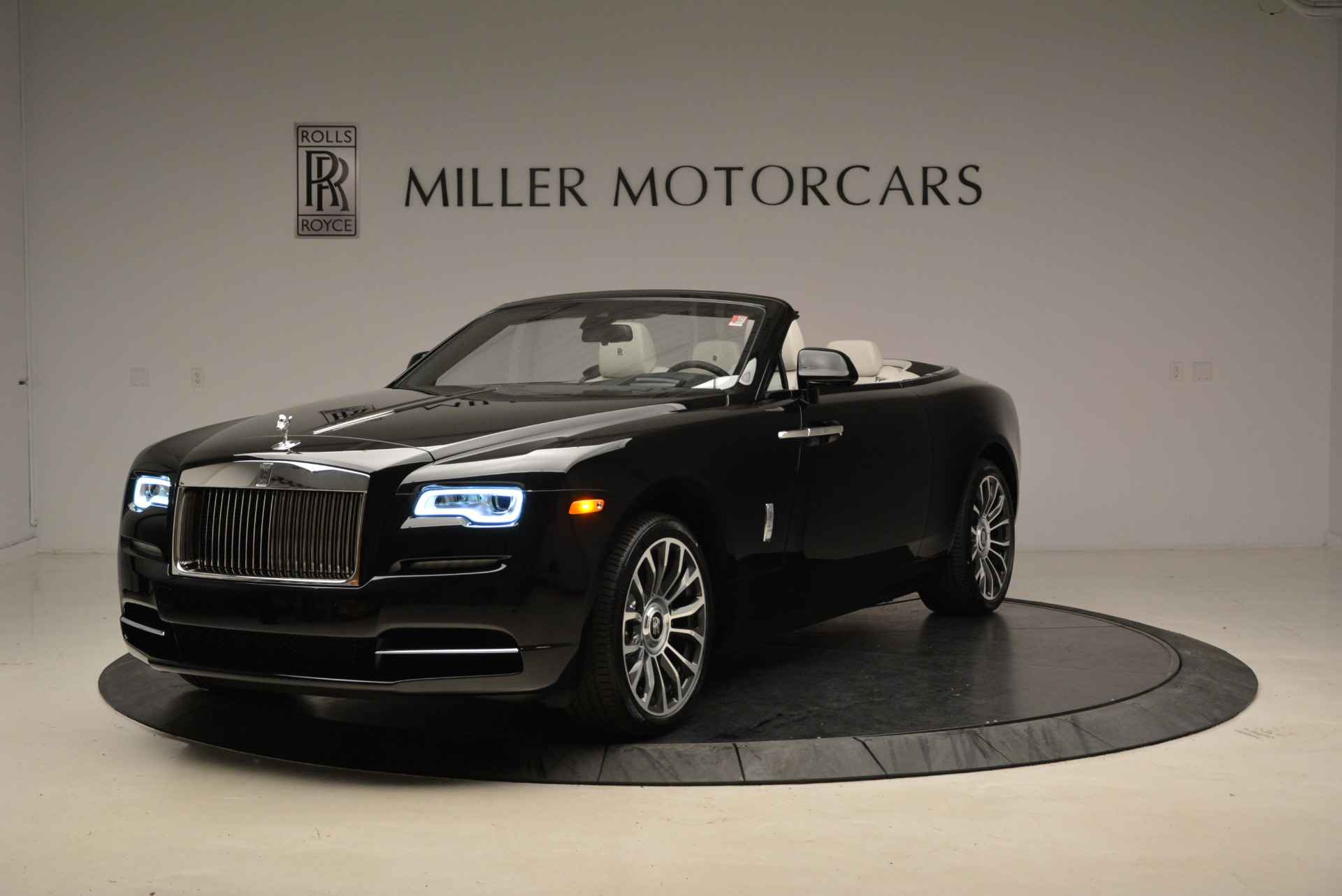 New 2018 Rolls-Royce Dawn for sale Sold at Rolls-Royce Motor Cars Greenwich in Greenwich CT 06830 1