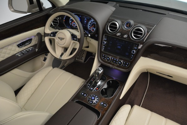 New 2018 Bentley Bentayga Signature for sale Sold at Rolls-Royce Motor Cars Greenwich in Greenwich CT 06830 28