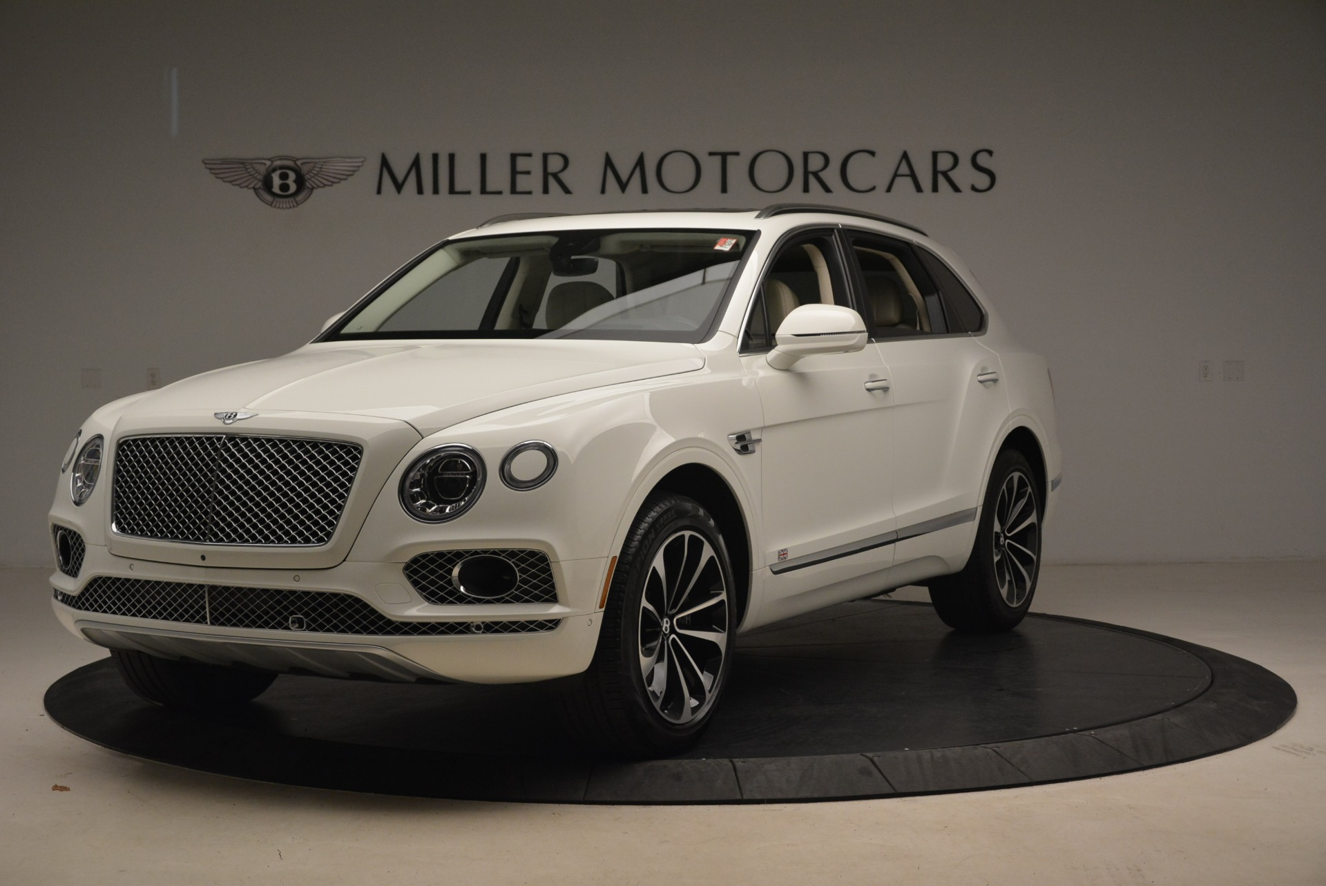 Used 2018 Bentley Bentayga Signature for sale Sold at Rolls-Royce Motor Cars Greenwich in Greenwich CT 06830 1