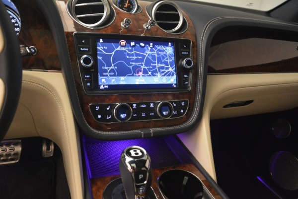 Used 2018 Bentley Bentayga W12 Signature for sale Sold at Rolls-Royce Motor Cars Greenwich in Greenwich CT 06830 23