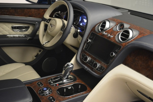 Used 2018 Bentley Bentayga W12 Signature for sale Sold at Rolls-Royce Motor Cars Greenwich in Greenwich CT 06830 27