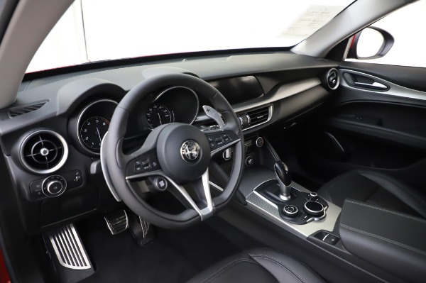 Used 2018 Alfa Romeo Stelvio Sport Q4 for sale $35,900 at Rolls-Royce Motor Cars Greenwich in Greenwich CT 06830 17
