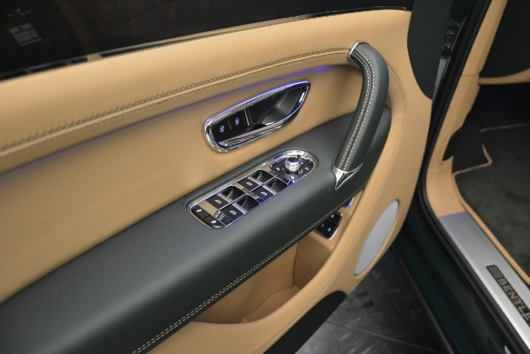 Used 2019 Bentley Bentayga V8 for sale $163,900 at Rolls-Royce Motor Cars Greenwich in Greenwich CT 06830 25