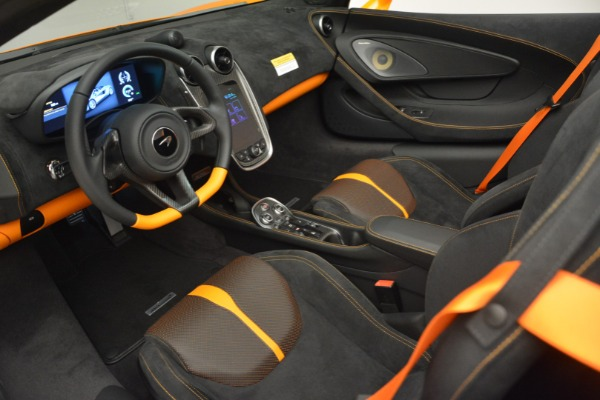 Used 2019 McLaren 570S SPIDER Convertible for sale $215,000 at Rolls-Royce Motor Cars Greenwich in Greenwich CT 06830 23