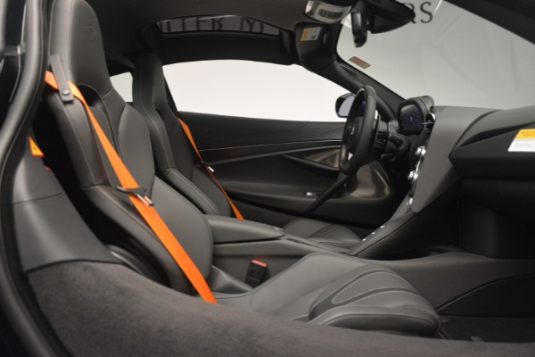 New 2019 McLaren 720S Coupe for sale $336,440 at Rolls-Royce Motor Cars Greenwich in Greenwich CT 06830 21