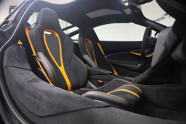 Used 2019 McLaren 720S Performance for sale $245,900 at Rolls-Royce Motor Cars Greenwich in Greenwich CT 06830 19