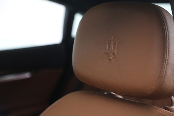 Used 2015 Maserati Quattroporte S Q4 for sale Sold at Rolls-Royce Motor Cars Greenwich in Greenwich CT 06830 25