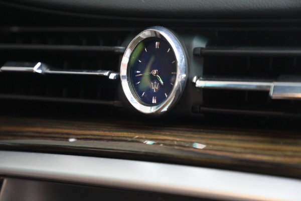 Used 2015 Maserati Quattroporte S Q4 for sale $42,900 at Rolls-Royce Motor Cars Greenwich in Greenwich CT 06830 27