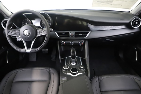 New 2019 Alfa Romeo Giulia Q4 for sale Sold at Rolls-Royce Motor Cars Greenwich in Greenwich CT 06830 16