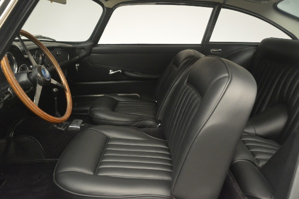 Used 1961 Aston Martin DB4 Series IV Coupe for sale $625,900 at Rolls-Royce Motor Cars Greenwich in Greenwich CT 06830 20