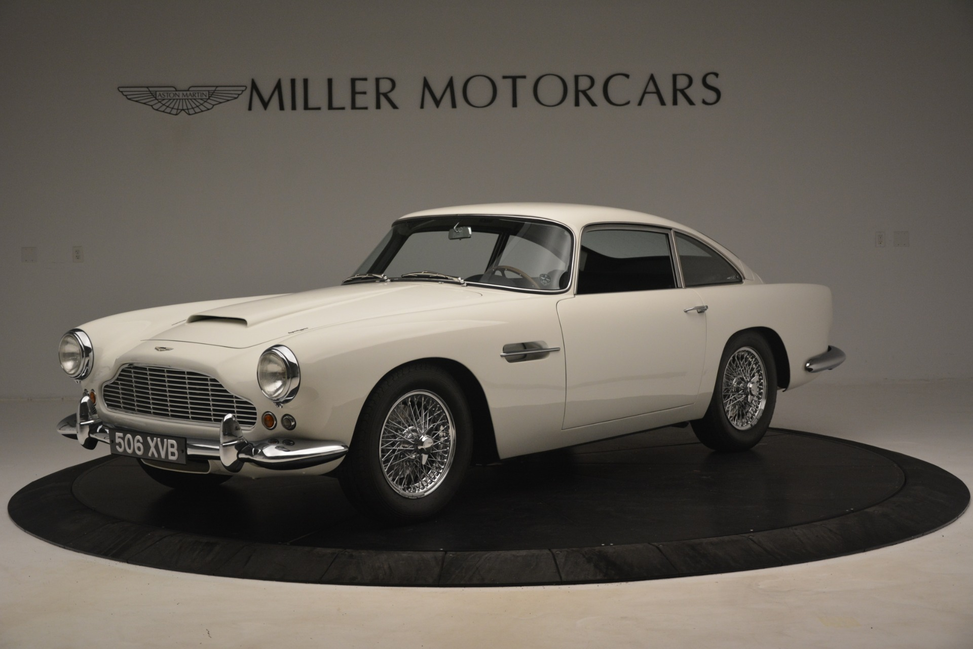 Used 1961 Aston Martin DB4 Series IV Coupe for sale $625,900 at Rolls-Royce Motor Cars Greenwich in Greenwich CT 06830 1