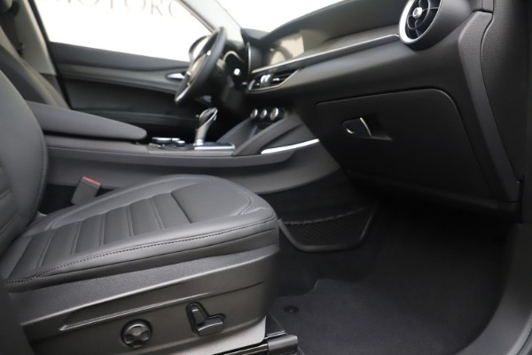 New 2019 Alfa Romeo Stelvio Ti Lusso Q4 for sale Sold at Rolls-Royce Motor Cars Greenwich in Greenwich CT 06830 23