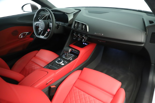 Used 2018 Audi R8 5.2 quattro V10 Plus for sale Sold at Rolls-Royce Motor Cars Greenwich in Greenwich CT 06830 18