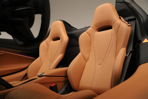 New 2020 McLaren 720S Spider for sale $372,250 at Rolls-Royce Motor Cars Greenwich in Greenwich CT 06830 16