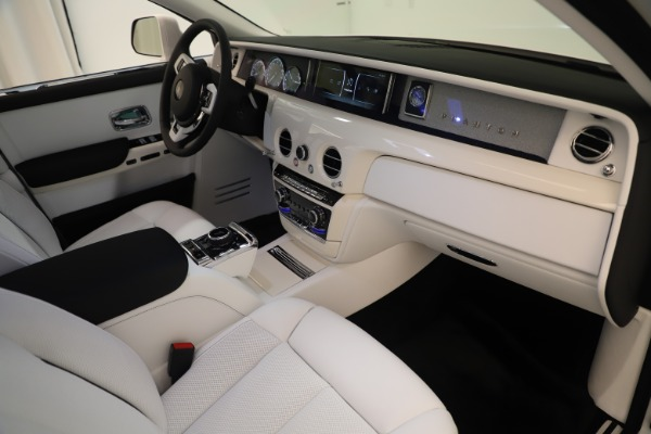 New 2020 Rolls-Royce Phantom for sale $545,200 at Rolls-Royce Motor Cars Greenwich in Greenwich CT 06830 22