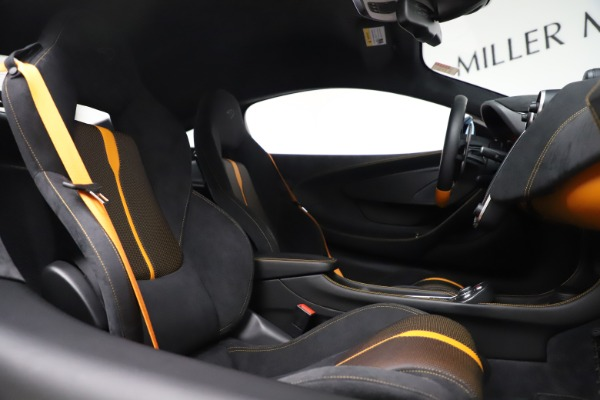 Used 2017 McLaren 570S Coupe for sale $161,900 at Rolls-Royce Motor Cars Greenwich in Greenwich CT 06830 21