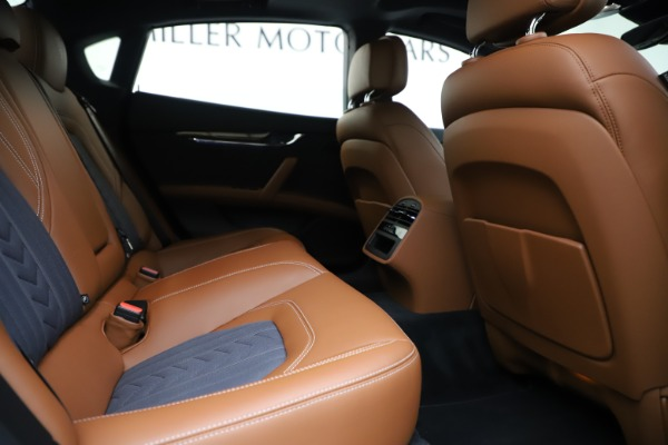 Used 2017 Maserati Quattroporte S Q4 GranLusso for sale Sold at Rolls-Royce Motor Cars Greenwich in Greenwich CT 06830 27