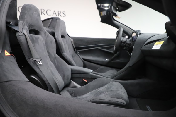 New 2020 McLaren 720S Spider Convertible for sale $332,570 at Rolls-Royce Motor Cars Greenwich in Greenwich CT 06830 25