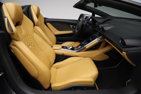 Used 2018 Lamborghini Huracan LP 580-2 Spyder for sale Call for price at Rolls-Royce Motor Cars Greenwich in Greenwich CT 06830 23