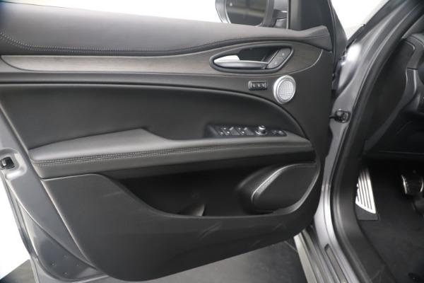 New 2020 Alfa Romeo Stelvio Ti Lusso Q4 for sale $55,790 at Rolls-Royce Motor Cars Greenwich in Greenwich CT 06830 17