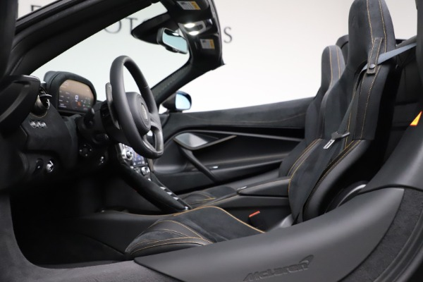 New 2020 McLaren 720S Spider Performance for sale $377,830 at Rolls-Royce Motor Cars Greenwich in Greenwich CT 06830 26
