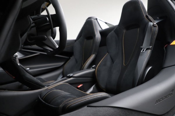 New 2020 McLaren 720S Spider Performance for sale $377,830 at Rolls-Royce Motor Cars Greenwich in Greenwich CT 06830 27