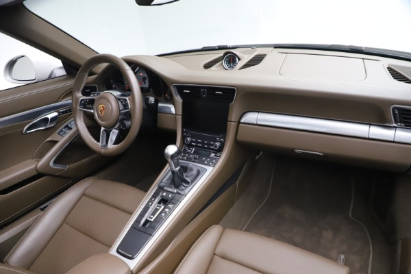 Used 2018 Porsche 911 Targa 4S for sale $134,900 at Rolls-Royce Motor Cars Greenwich in Greenwich CT 06830 22