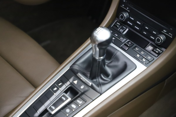 Used 2018 Porsche 911 Targa 4S for sale $134,900 at Rolls-Royce Motor Cars Greenwich in Greenwich CT 06830 25