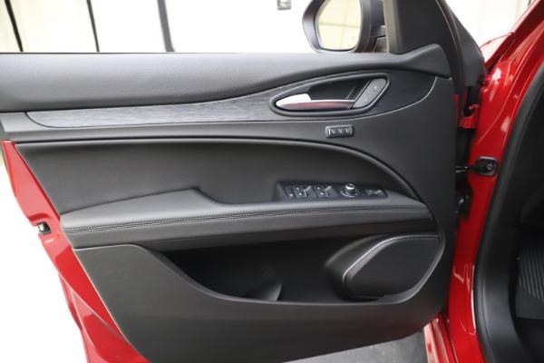 New 2020 Alfa Romeo Stelvio Sport Q4 for sale Sold at Rolls-Royce Motor Cars Greenwich in Greenwich CT 06830 17