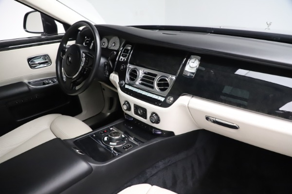 Used 2016 Rolls-Royce Ghost for sale $179,900 at Rolls-Royce Motor Cars Greenwich in Greenwich CT 06830 18