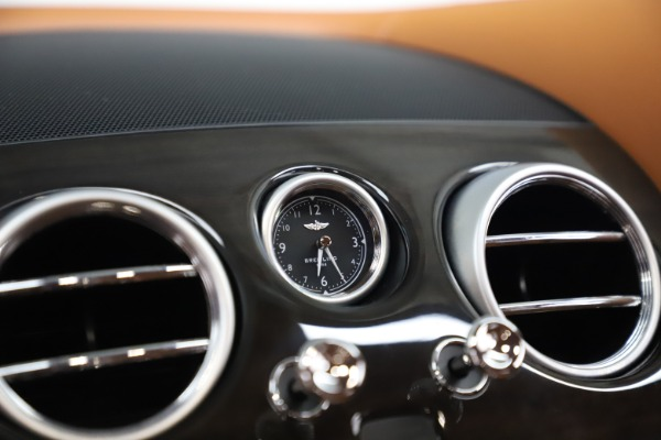 Used 2016 Bentley Flying Spur V8 for sale $114,900 at Rolls-Royce Motor Cars Greenwich in Greenwich CT 06830 21