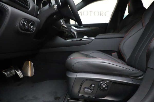 New 2020 Maserati Levante Q4 GranSport for sale $73,058 at Rolls-Royce Motor Cars Greenwich in Greenwich CT 06830 14