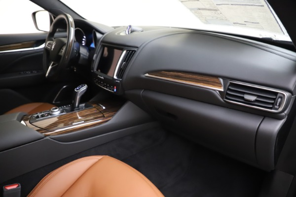 New 2020 Maserati Levante Q4 GranLusso for sale $86,935 at Rolls-Royce Motor Cars Greenwich in Greenwich CT 06830 22