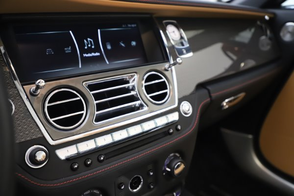 Used 2019 Rolls-Royce Dawn Black Badge for sale $349,900 at Rolls-Royce Motor Cars Greenwich in Greenwich CT 06830 26