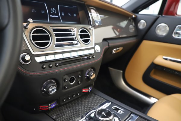 Used 2019 Rolls-Royce Dawn Black Badge for sale $349,900 at Rolls-Royce Motor Cars Greenwich in Greenwich CT 06830 27