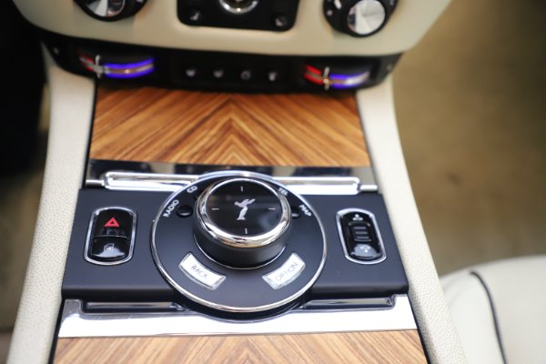 Used 2015 Rolls-Royce Wraith for sale $169,900 at Rolls-Royce Motor Cars Greenwich in Greenwich CT 06830 17
