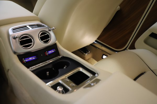 Used 2015 Rolls-Royce Wraith for sale $169,900 at Rolls-Royce Motor Cars Greenwich in Greenwich CT 06830 22