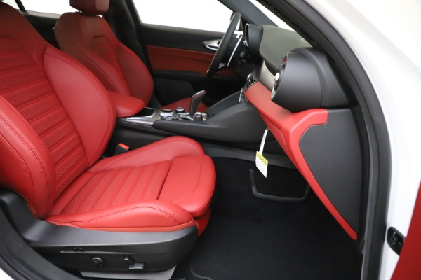 New 2020 Alfa Romeo Giulia Ti Sport Q4 for sale Call for price at Rolls-Royce Motor Cars Greenwich in Greenwich CT 06830 25